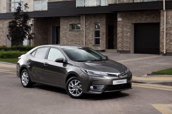 Обновленный седан Toyota Corolla