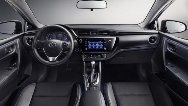 Передняя панель 2017 Toyota Corolla