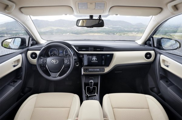 Бежевый интерьер Corolla 2017