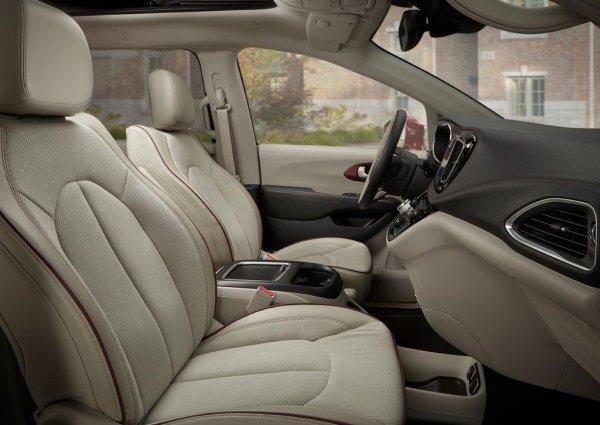 Передние сиденья Chrysler Pacifica