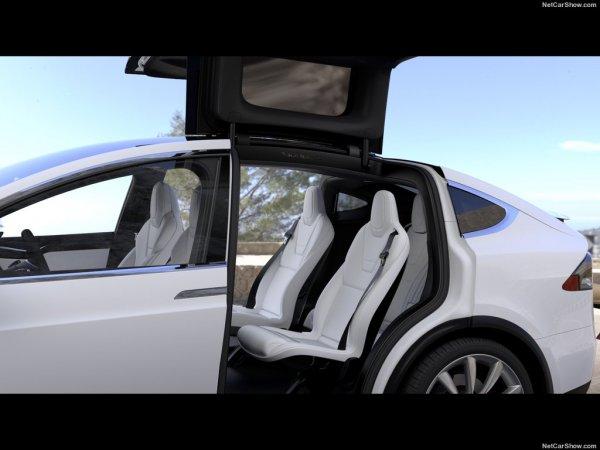 Тесла Модель X 2017 года, задние сидения