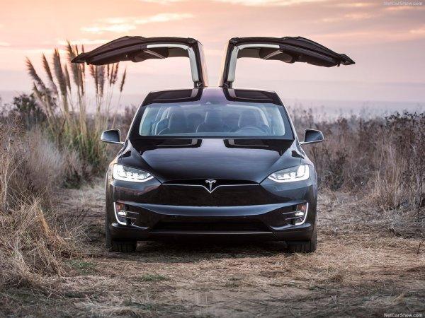 Tesla Model X 2017, вид спереди