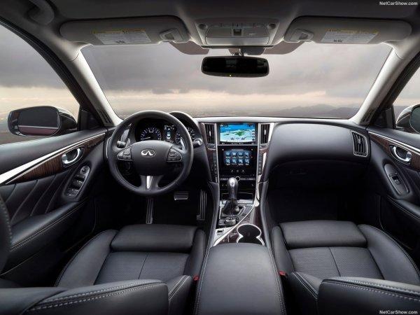 Инфинити Q50 2016 года, руль и панель управления