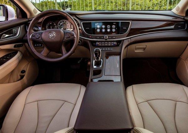Интерьер Buick LaCrosse 2017