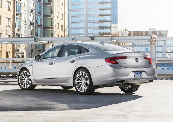 Buick LaCrosse 2017, вид сзади