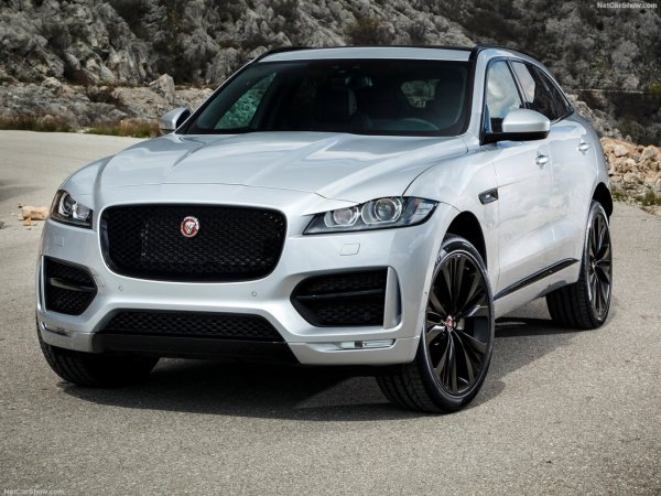 Jaguar F-Pace 2017 спереди