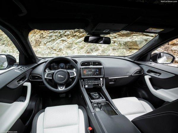 Jaguar F-Pace фото салона
