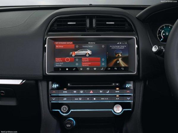 Мультимедиа система Jaguar F-Pace за доплату имеет диагональ 10,2 дюйма