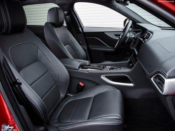 Не переднем сидении Jaguar F-Pace 2017 может быть тесновато