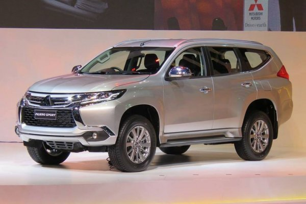 Mitsubishi Pajero 2017 - фото в профиль
