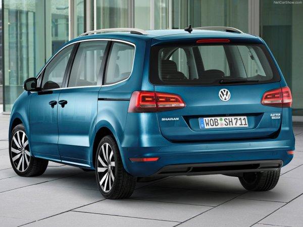 Volkswagen Sharan 2016, вид сзади и сбоку слева