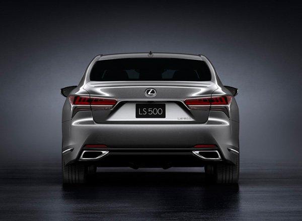 Новый седан Lexus LS 500, вид сзади