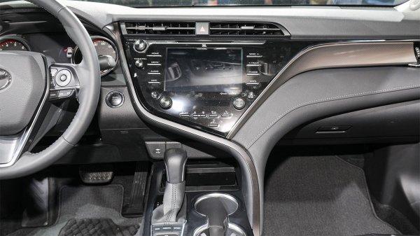 Мультимедийная система Toyota Camry 2018