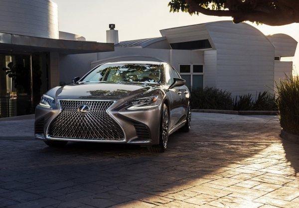 Новый седан Lexus LS 500 2018