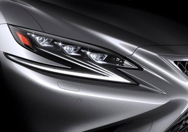 Передняя оптика нового седана LS 500