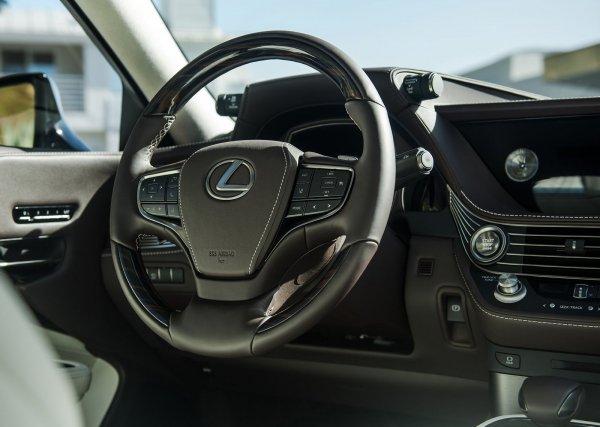 Панель приборов и руль LS 500