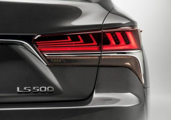 Задняя оптика нового Lexus LS 500