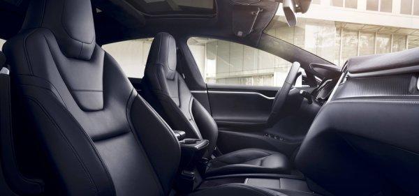Интерьер Tesla Model S 100D