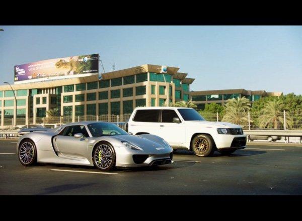 Гонка между Porsche 918 Spyder и Nissan Patrol
