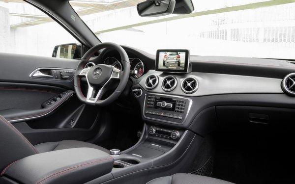 Интерьер нового кроссовера Mercedes GLA