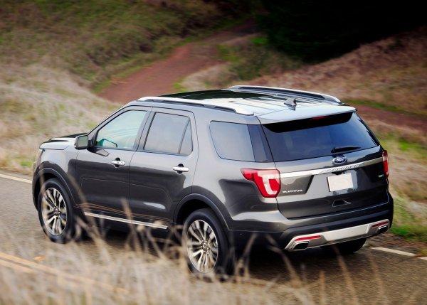 Ford Explorer 2016, вид сзади