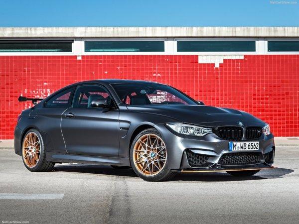 BMW M4 GTS 2016, вид спереди и сбоку справа