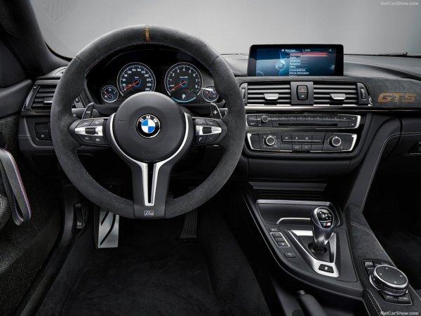 BMW M4 GTS 2016, руль и панель управления