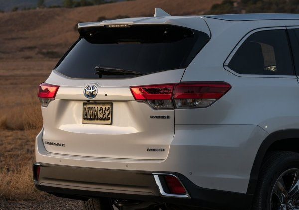 Toyota Highlander Hybrid 2017, вид сзади