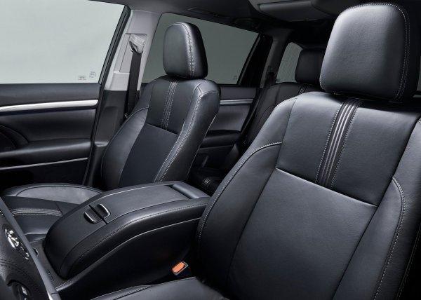 Передние и задние сиденья Toyota Highlander 2017