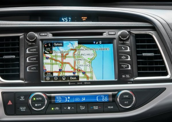 Система навигации и панель климат-контроля