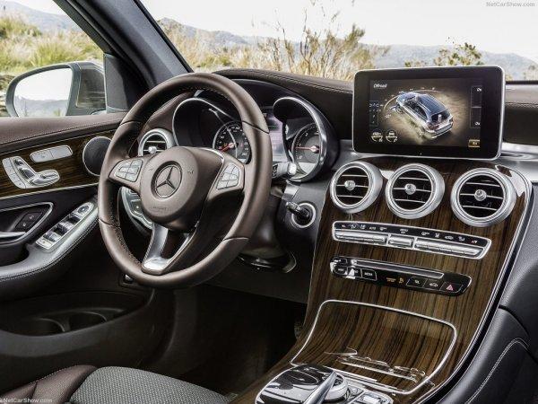 Mercedes-Benz GLC 2016, руль и панель управления