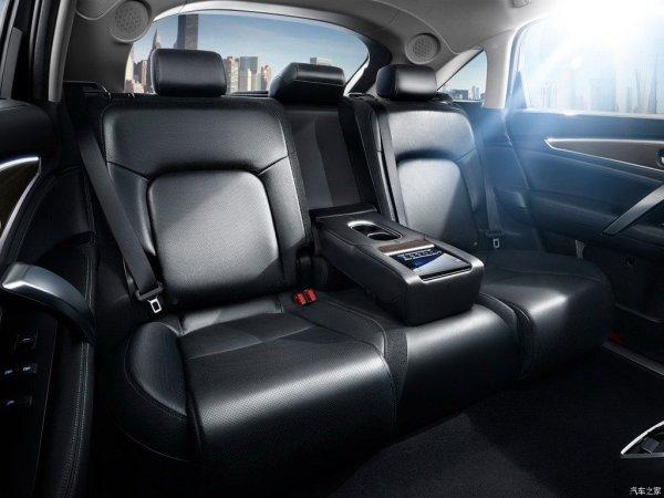 Задний ряд сидений в новом Honda Avancier 2017-2018 года