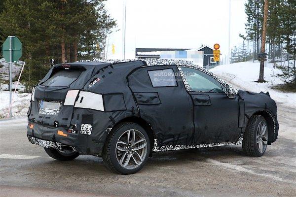Шпионсике фото кроссовера Cadillac XT3