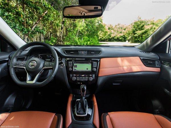 Интерьер Nissan Rogue 2017