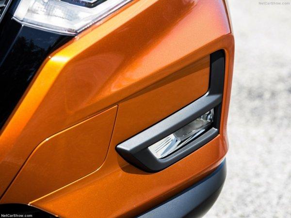 Nissan Rogue 2017 - противотуманная фара