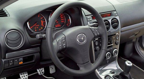 Интерьер седана Mazda 6