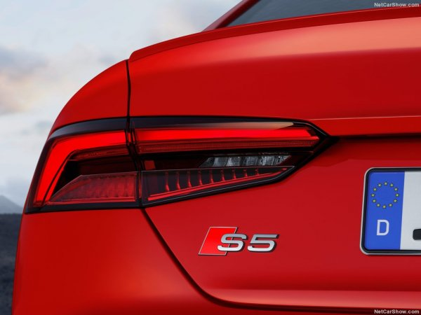 Ауди S5 Coupe 2017 года, задние левые фары