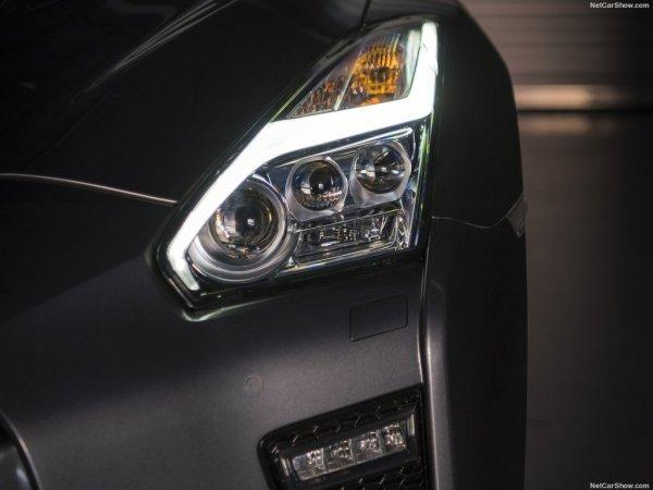 Nissan GT-R 2017 оснащен светодиодной оптикой