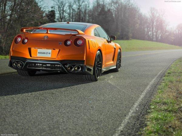 Задняя часть Nissan GT-R 2017