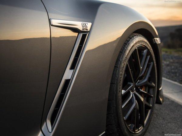 Nissan GT-R 2017 - аэродинамические воздуховоды в крыльях уменьшают подъемную силу