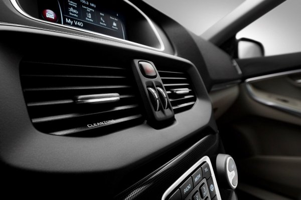 Дефлекторы обдува в новом Volvo V40 Cross Country 2017