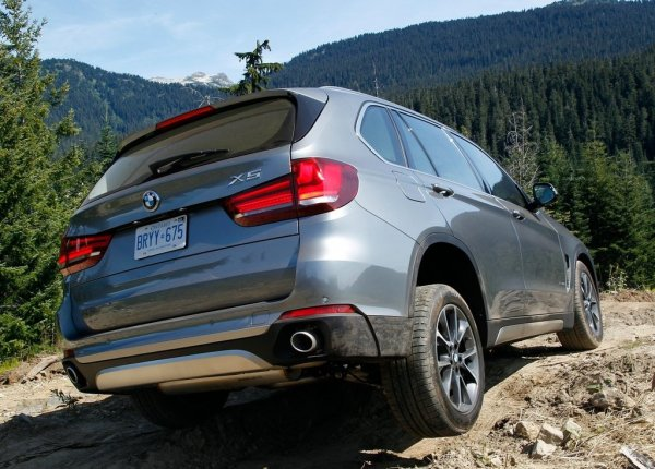 BMW X5 2014, вид сзади