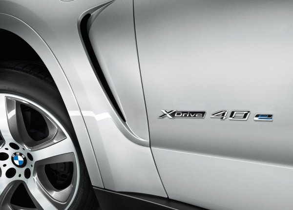 Шильдик гибридного BMW X5 xDrive40e 2016