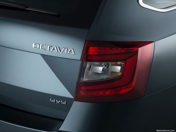 Skoda Octavia Combi 2017, задние правые фары