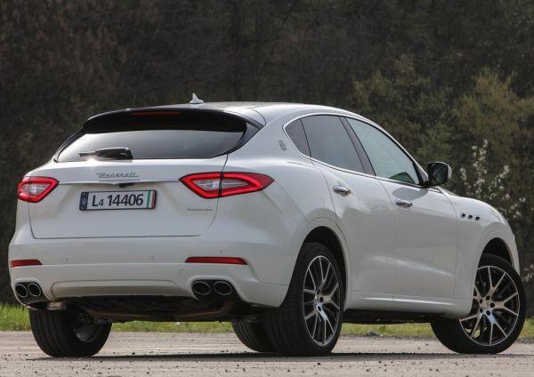 Maserati Levante 2017, вид сзади