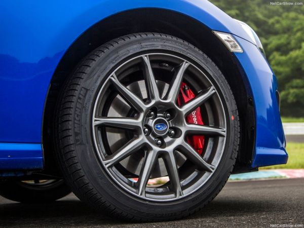 Subaru BRZ 2017, переднее правое колесо