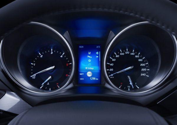 Панель приборов Toyota Avensis 2016