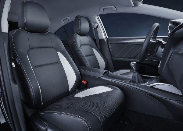 Передние сиденья новой Тойота Авенсис