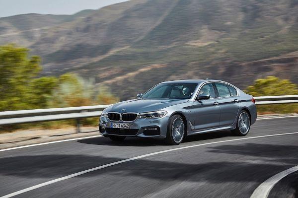 BMW 5 Series G30 2017, вид спереди и сбоку слева