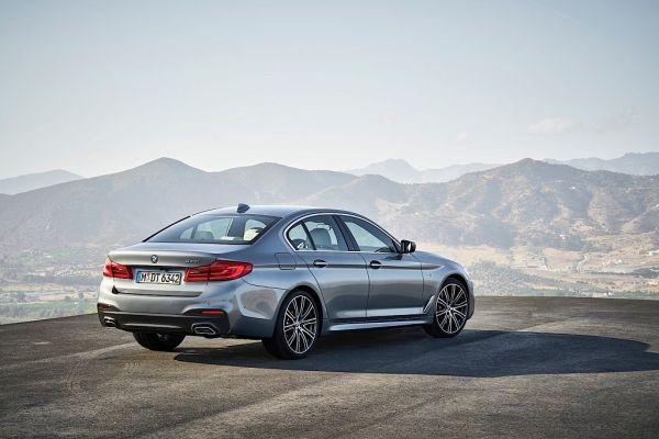 BMW 5 Series G30 2017, вид сзади и сбоку справа